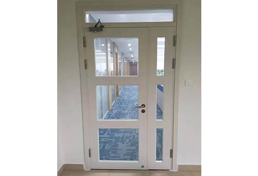 钢质玻璃防火通道门
