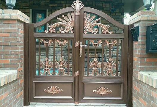 铝艺庭院门安装